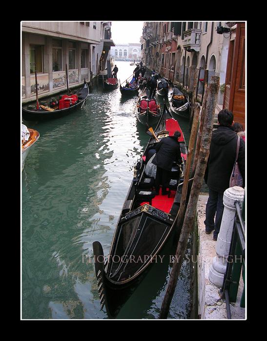 italy-gondolas.jpg